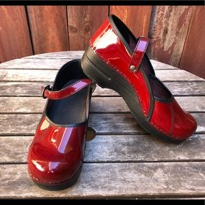 DANSKO red patent Marcelle Mules Clogs Mary Jane